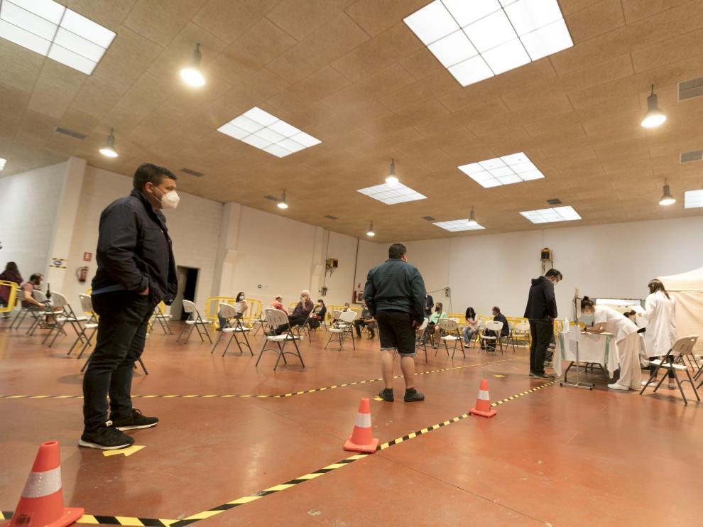 Vacunación masiva en el local de la Asociación de Vecinos de San Lorenzo en Huesca.