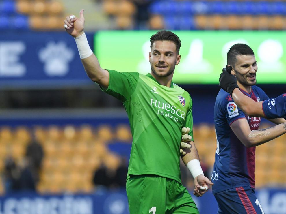 Imagen de un partido de Álvaro con la camiseta del Huesca.