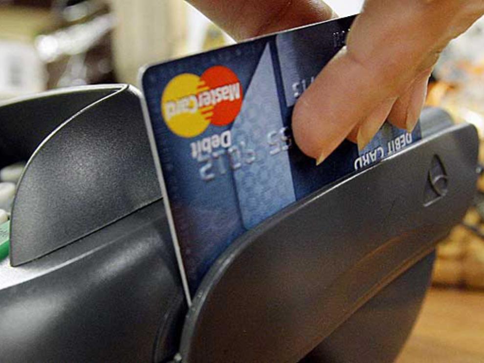 El demandante denunció los cargos fraudulentos a su tarjeta