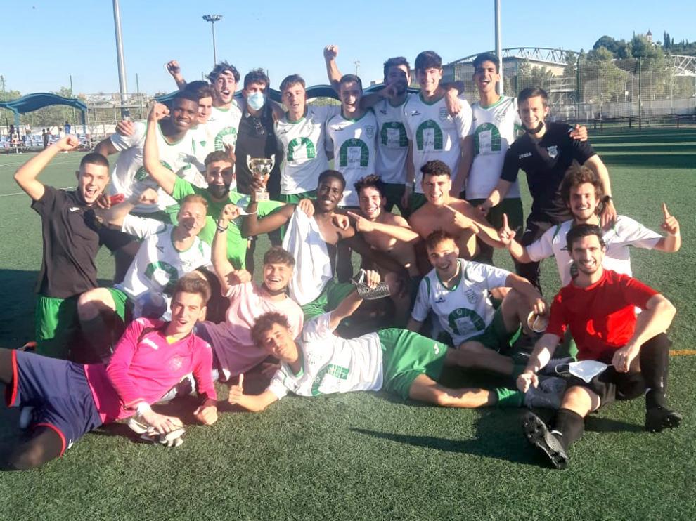El Juventud celebró la victoria y el ascenso a Primera Regional tras concluir la liga