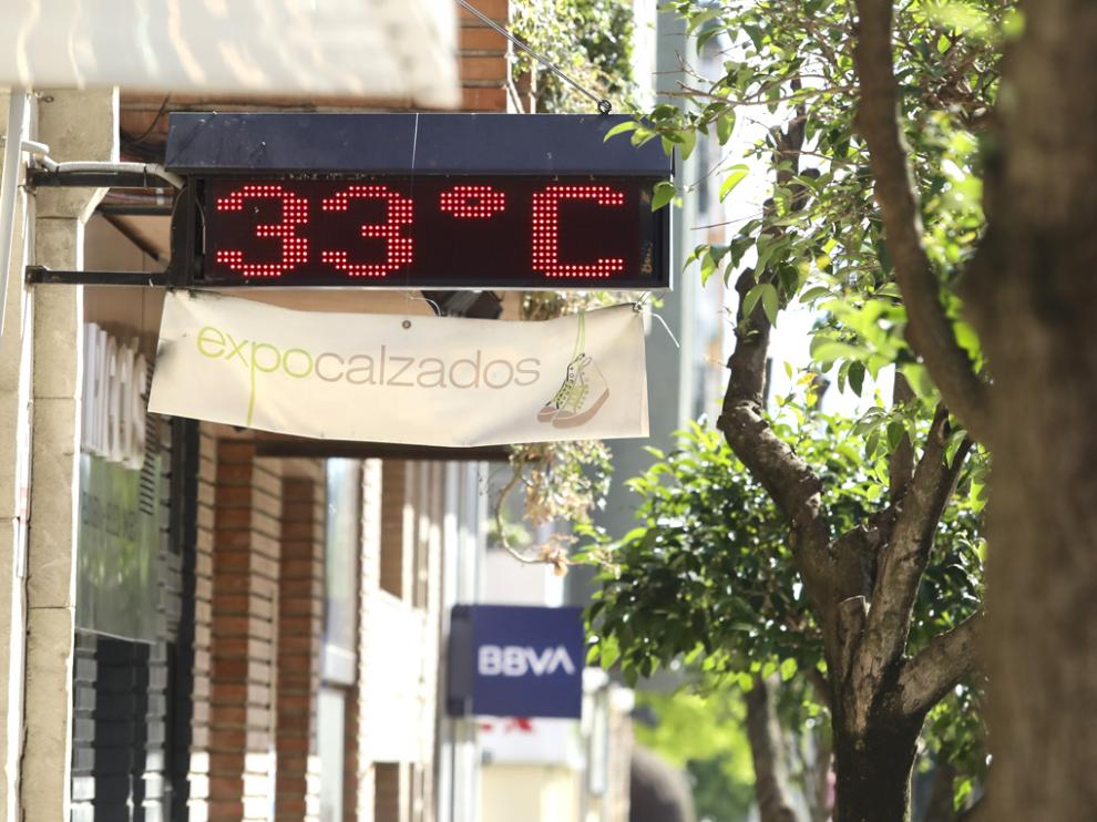 Este termómetro de la ciudad registró ayer 33 grados, y para esta semana se esperan máximas de 32.