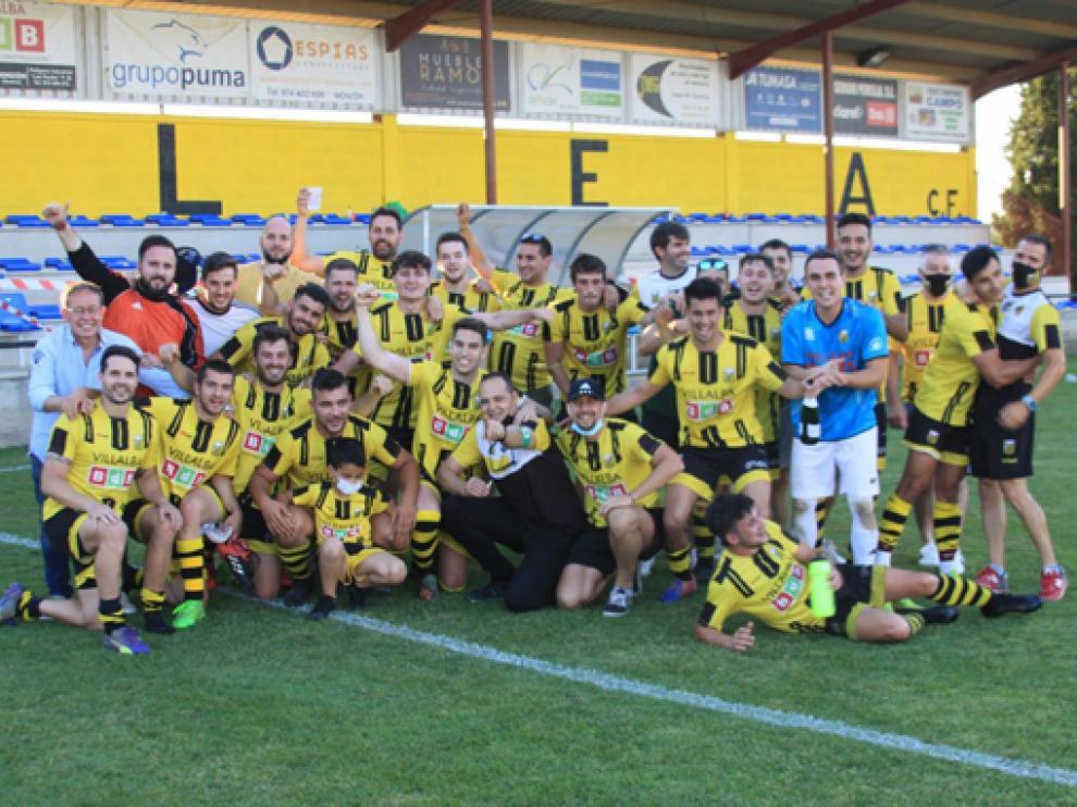Jugadores y cuerpo técnico celebraron el ascenso en el José Luis Torner.