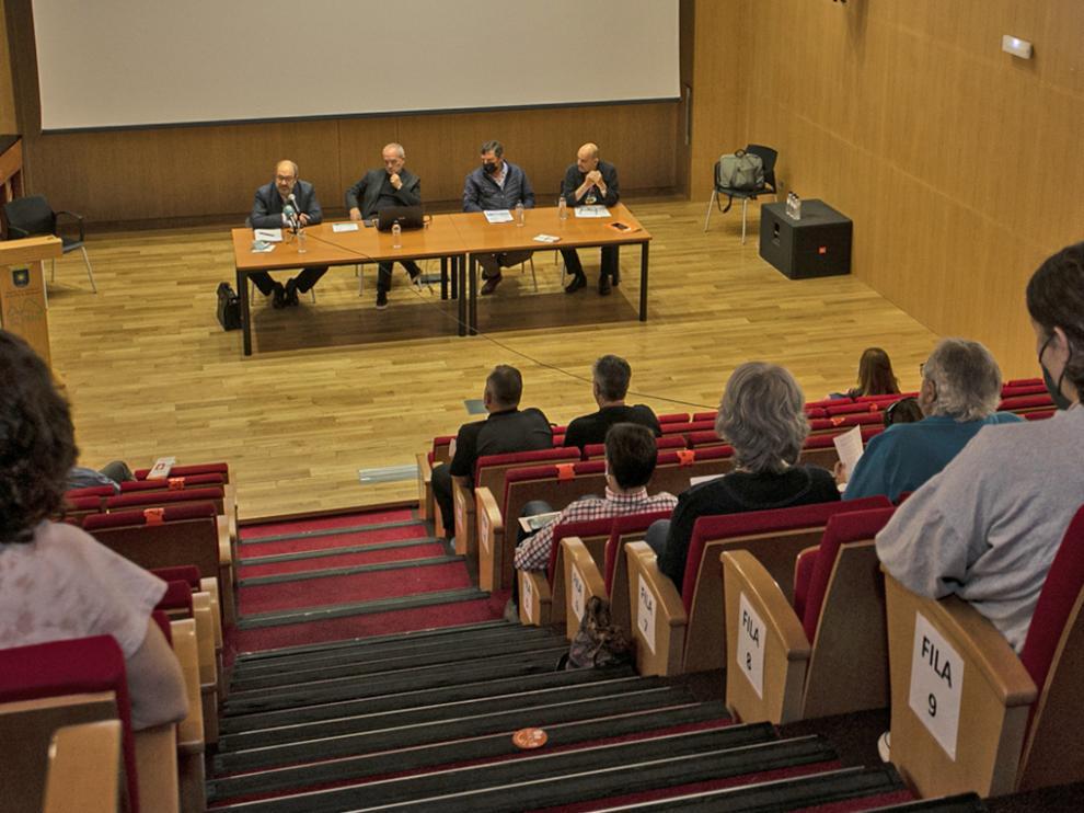 """Mesa de la conferencia """"Envejecimiento saludable"""" y presentación Mundo Naice S.L"""