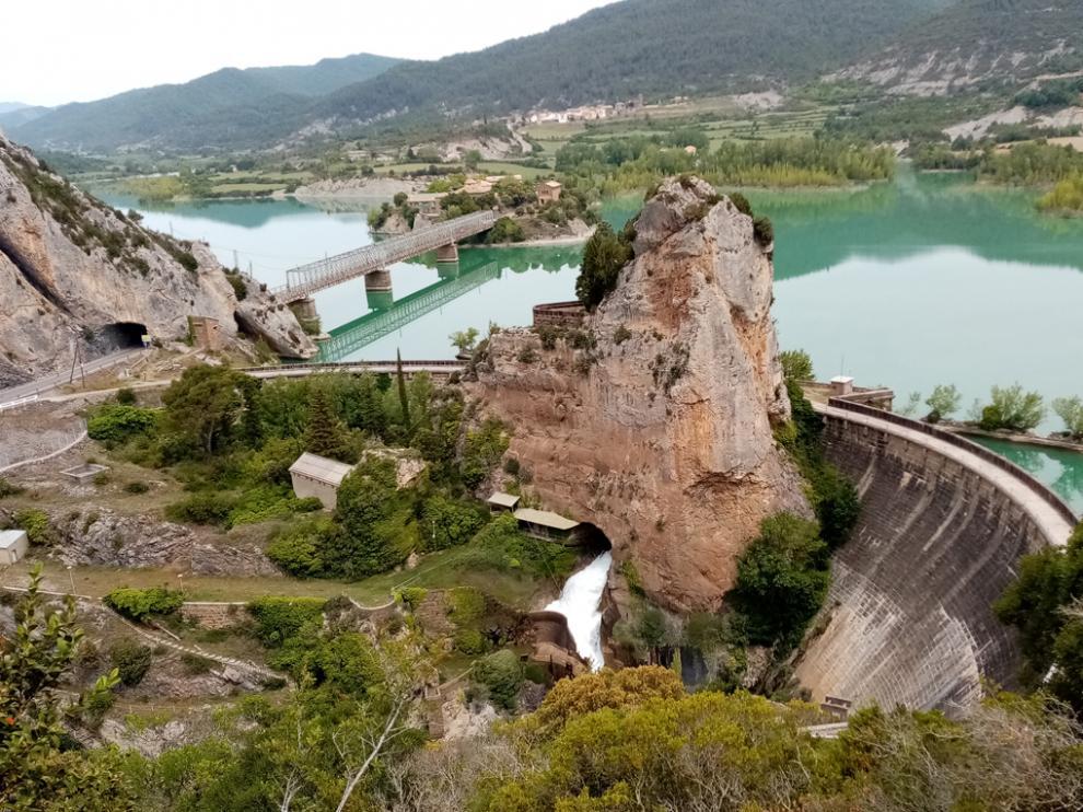 Presa de La Peña, en el río Gállego