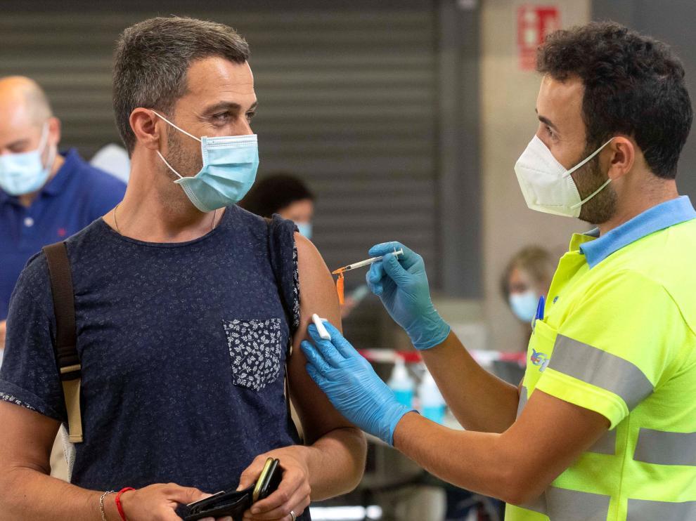 Vacunación masiva este viernes en el estadio de la Nueva Condomina, en Murcia.
