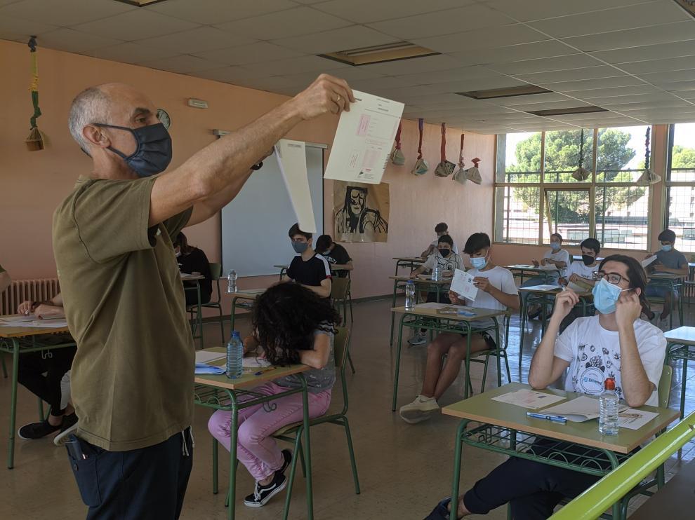 Imagen de los minutos previos a comenzar el examen de Historia de España en el IES Pirámide