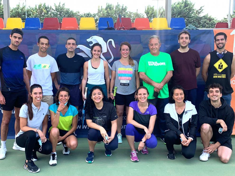 Foto de los ganadores y finalistas en el Torneo del Patronato Municipal de Deportes de Huesca.