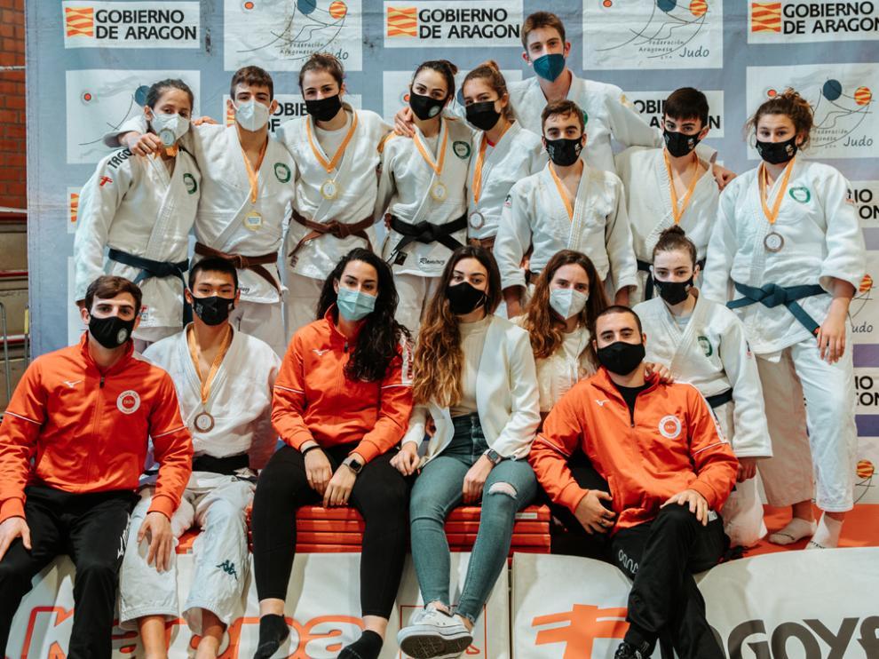 Judocas cadete del Club Ibón de Huesca.