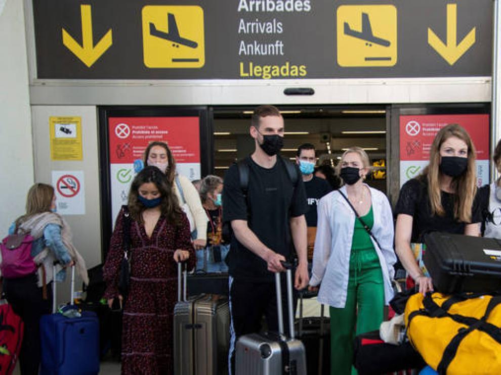 Llegada de turista a un aeropuerto español