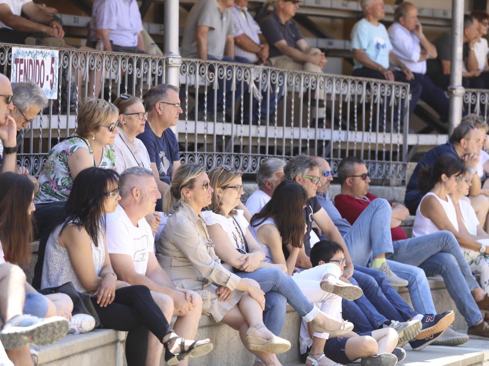 Público durante un festejo taurino en la plaza de toros de Huesca en imagen de archivo.