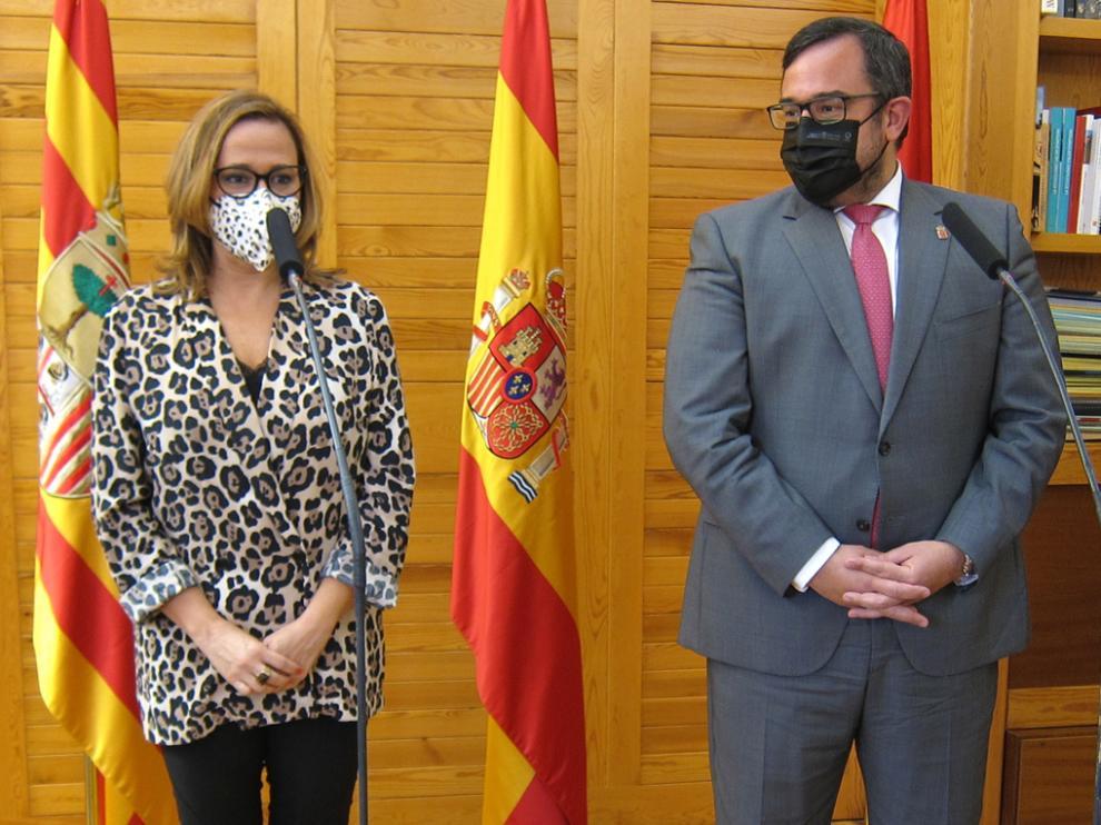 La consejera de Presidencia del Gobierno de Aragón, Mayte Perez, y el consejero de Presidencia de la Comunidad Foral de Navarra, Javier Remírez
