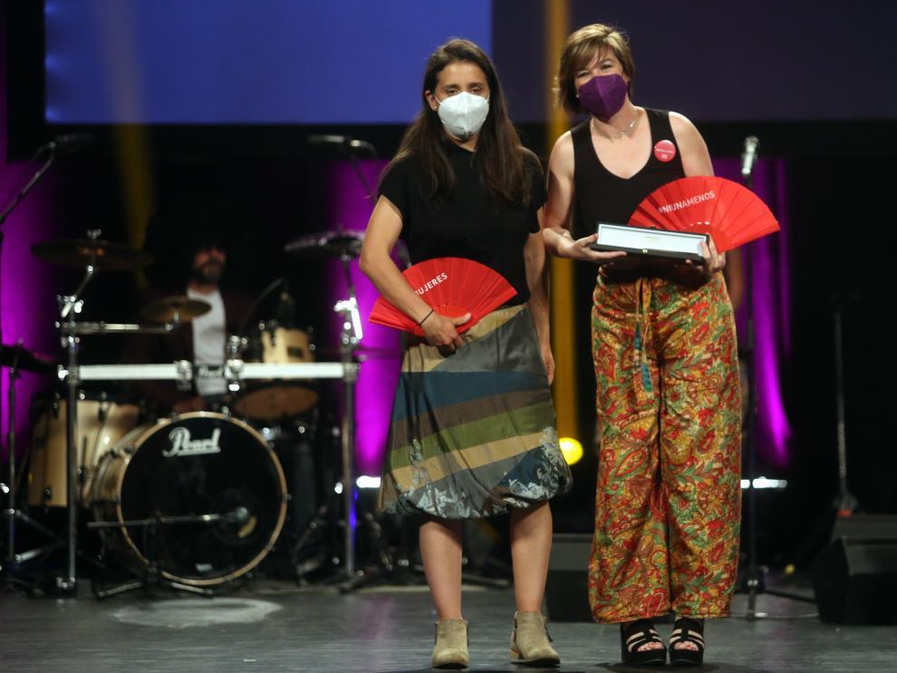 Las representantes de CIMA reciben el Premio Pepe Escriche