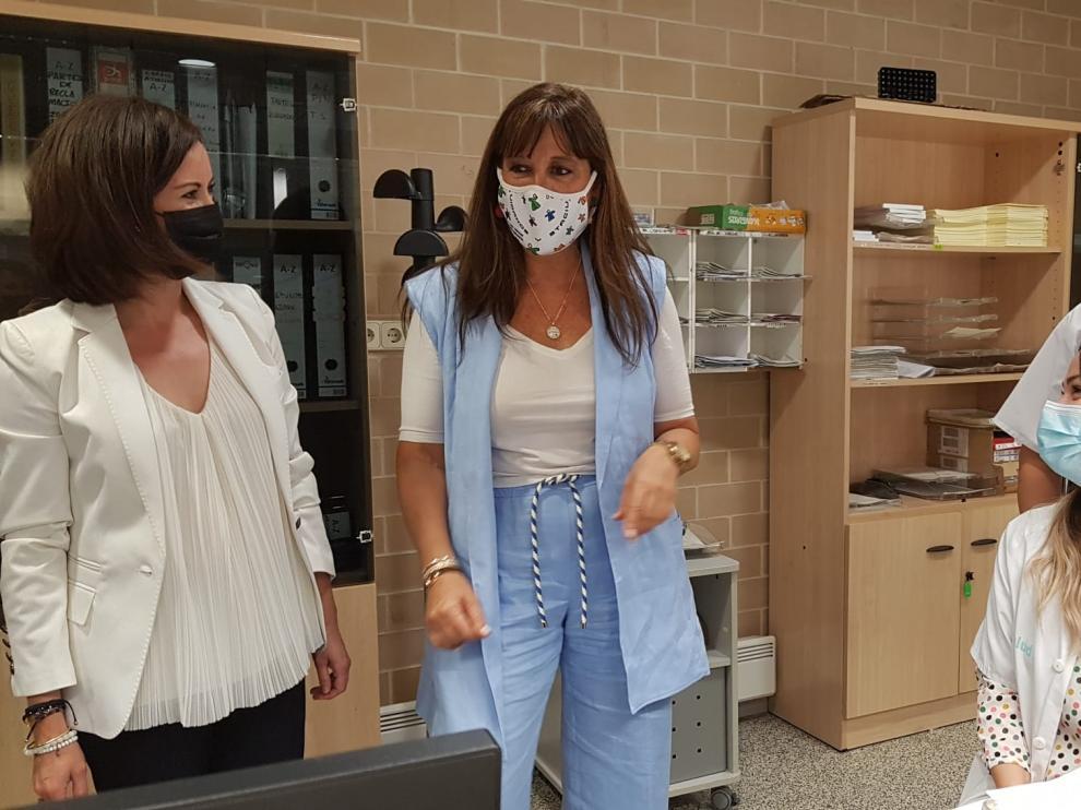La consejera Sira Repollés durante su visita este miércoles al centro de salud de Ejea de los Caballeros.