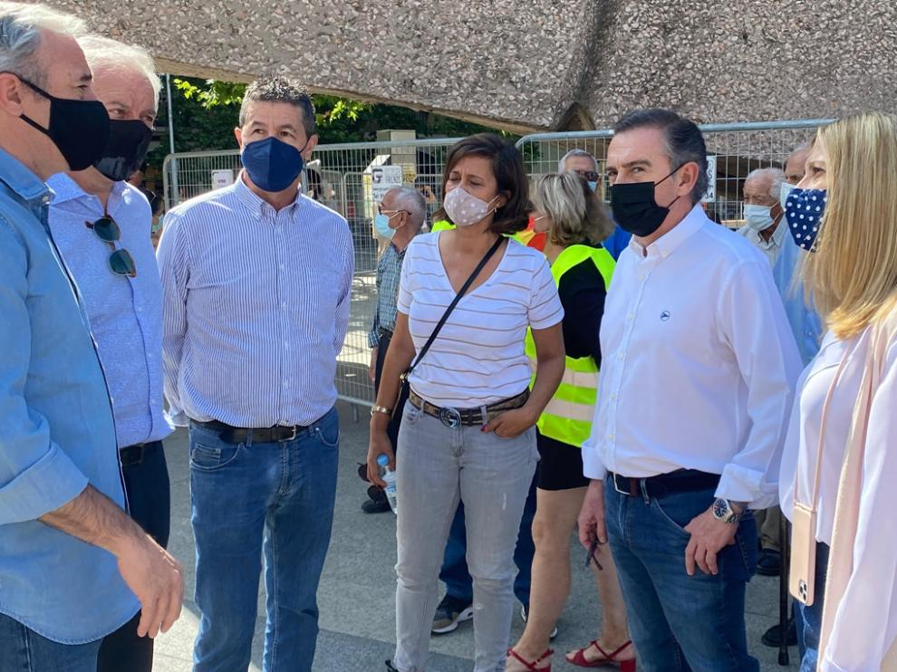 Beamonte estuvo acompañado entre otros por el alcalde de Zaragoza, Jorge Azcón, y el diputado autonómico por Huesca Antonio Romero