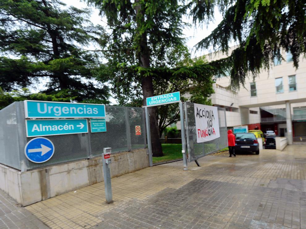centro salud pirineos covid foto pablo segura 27 - 4 - 21[[[DDA FOTOGRAFOS]]][[[DDAARCHIVO]]] Fecha: 27/04/2021 Autor: SEGURA PARDINA, PABLO (DDA) descri: HUESCA. Centro de Salud Pirineos, edificio notas: Fecha de entrada:28/04/2021