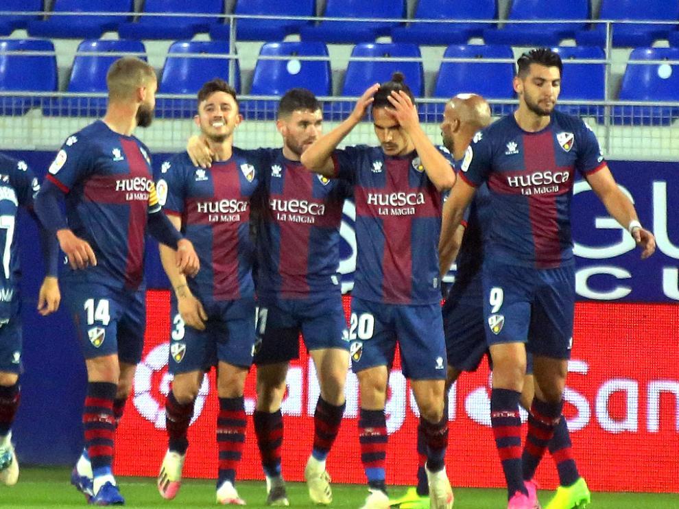 Jugadores de la SD Huesca en partido contre el Athletic de Bilbao