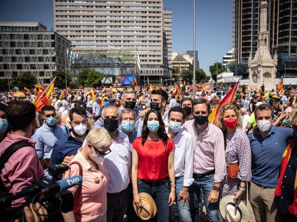 """Miles de personas se manifiestan en Madrid contra los indultos del """"Procés"""""""