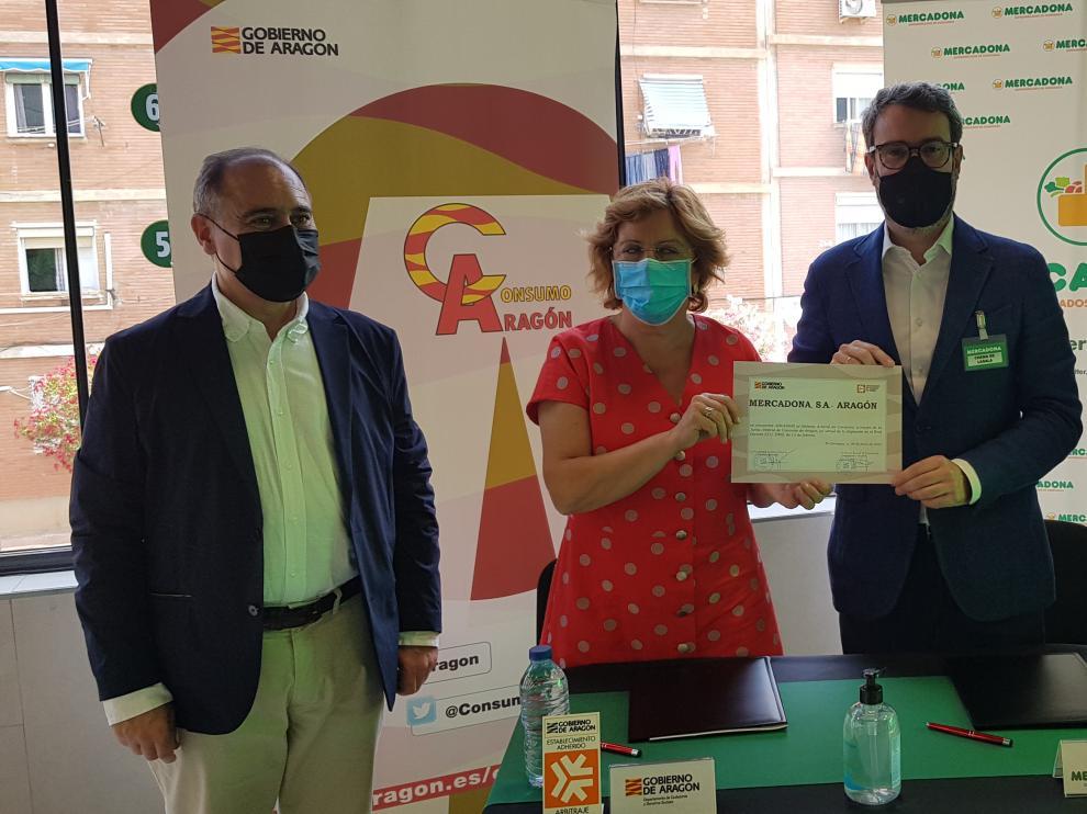 Firma de la adhesión de Mercadona a la Junta Arbitral de Consumo de Aragón