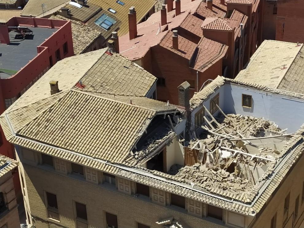 Aspecto que presenta el edificio tras el derrumbamiento de parte de la cubierta.