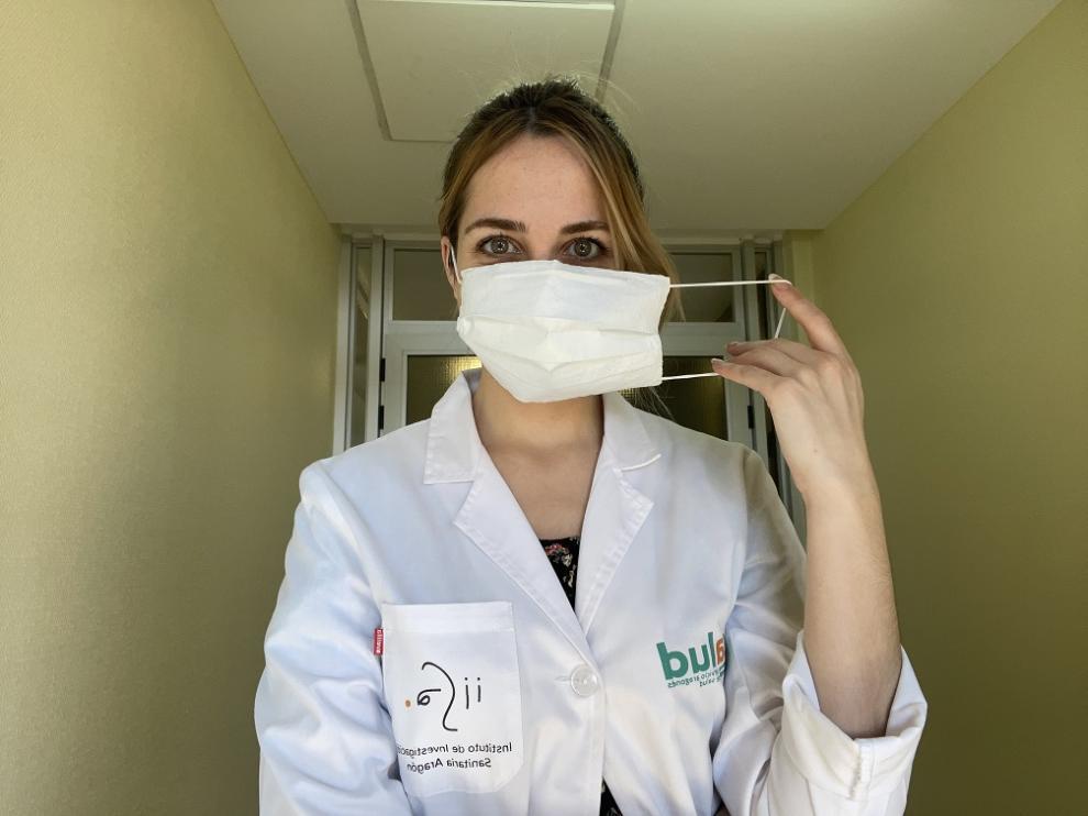 Científicos aragoneses desarrollan mascarillas quirúrgicas a partir de botellas de plástico.