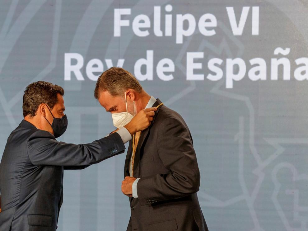 El Rey recibió ayer en Sevilla la Medalla de Honor de Andalucía.