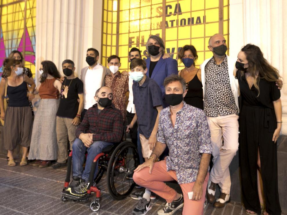 Foto de familia del equipo del filme 'Armugán'
