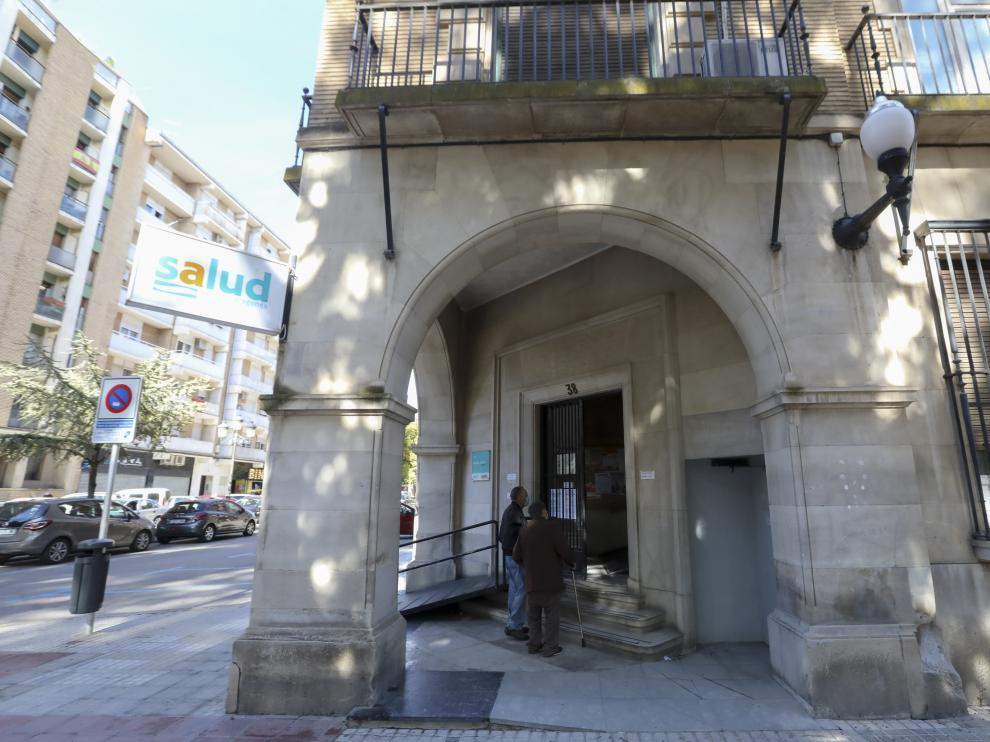 Centro de Salud Santo Grial / 05-10-2020 / Foto Rafael Gobantes [[[DDA FOTOGRAFOS]]][[[DDAARCHIVO]]] Fecha: 05/10/2020 Propietario: (DDA) DIARIO DEL ALTO ARAGON Autor: GOBANTES, RAFAEL (DDA) descri: HUESCA. Centro de Salud Santo Grial