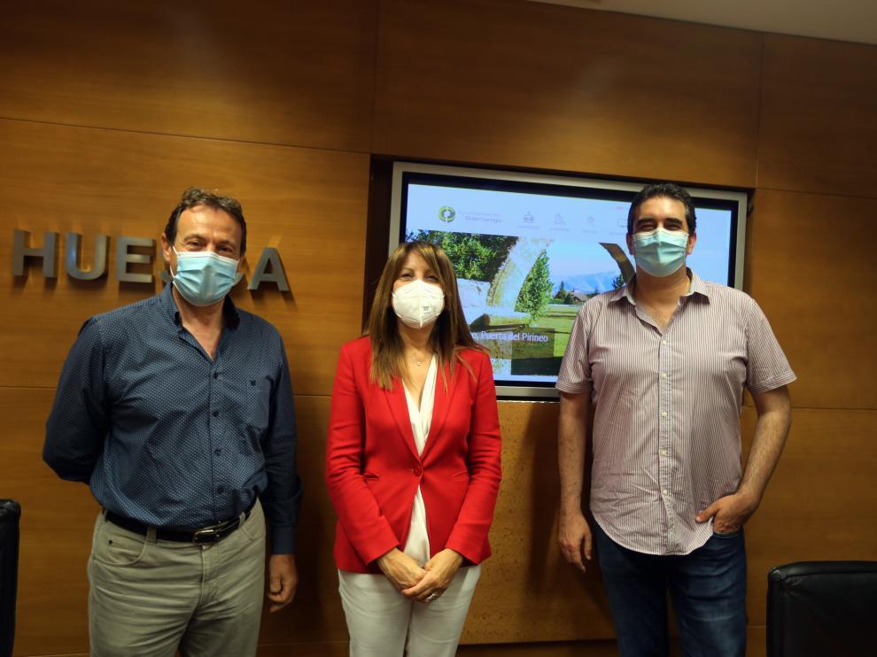 Antonio Labarta, Berta Fernández y Javier Felipe, en rueda de prensa.