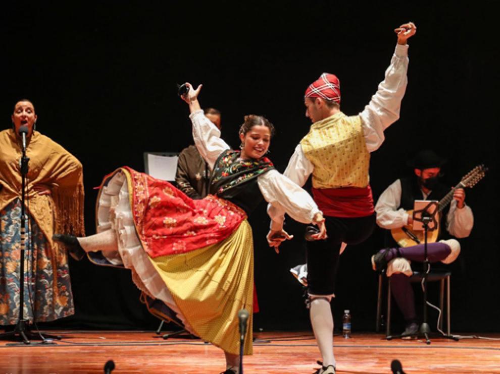 Los bailadores Paula Allueva y David Pérez se alzan con el primer premio en el V Certamen de Jota