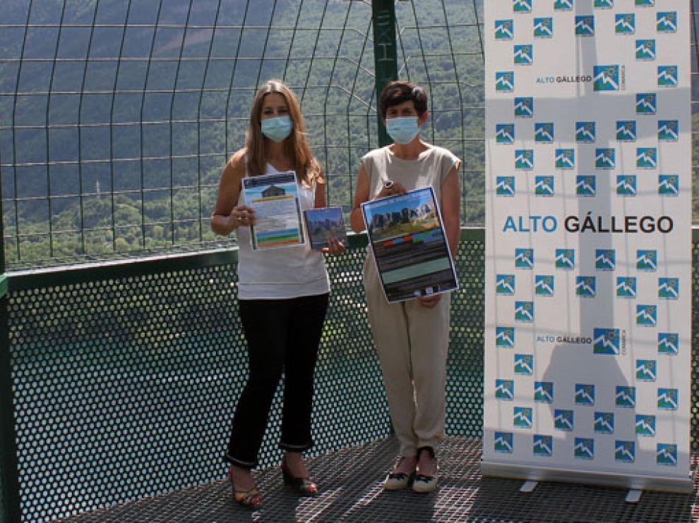 La consejera comarcal de Turismo, Raquel Betanzos, junto a la presidenta comarcal, Lourdes Arruebo.