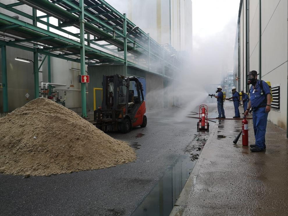 El simulacro ha recreado un incendio en la factoría de Ercros.