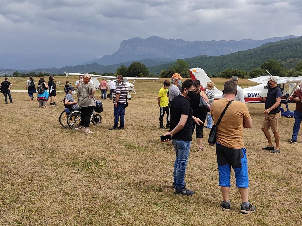Un centenar de aeronaves se han concentrado este sábado en el aeródromo sobrarbense.