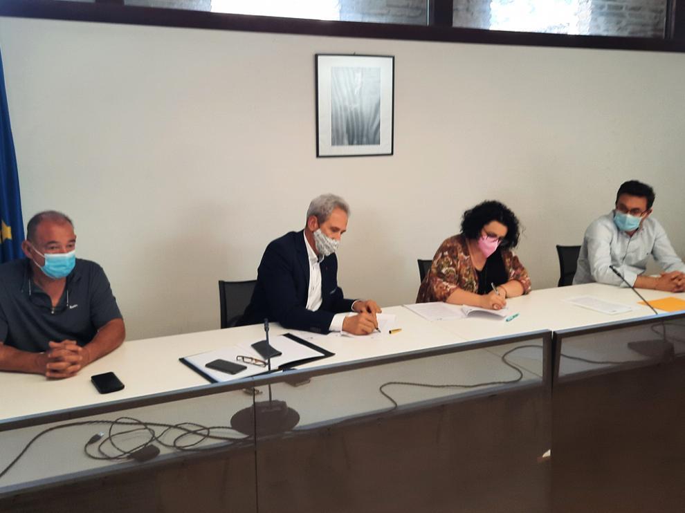 César Sistac, Salvador Cored, Gemma Betorz y Roque Vicente, ayer en la firma del acuerdo.
