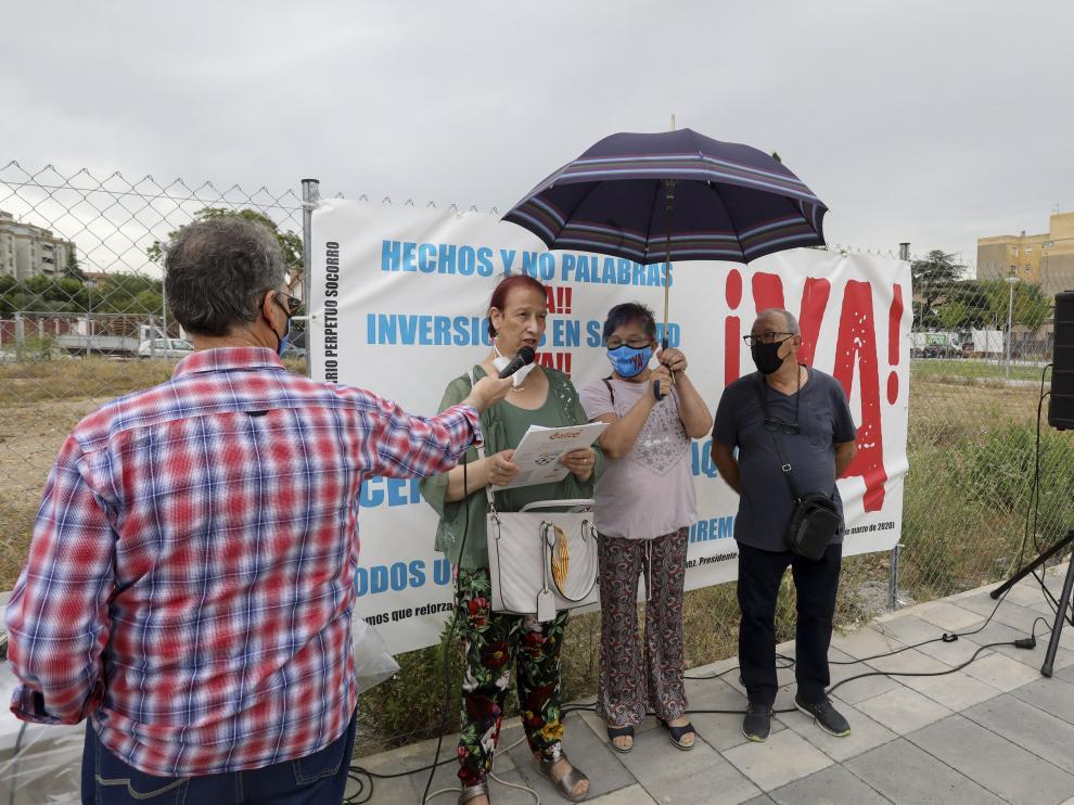 Violeta Gracia, Puri Broto y Antonio Tuda, durante la concentración