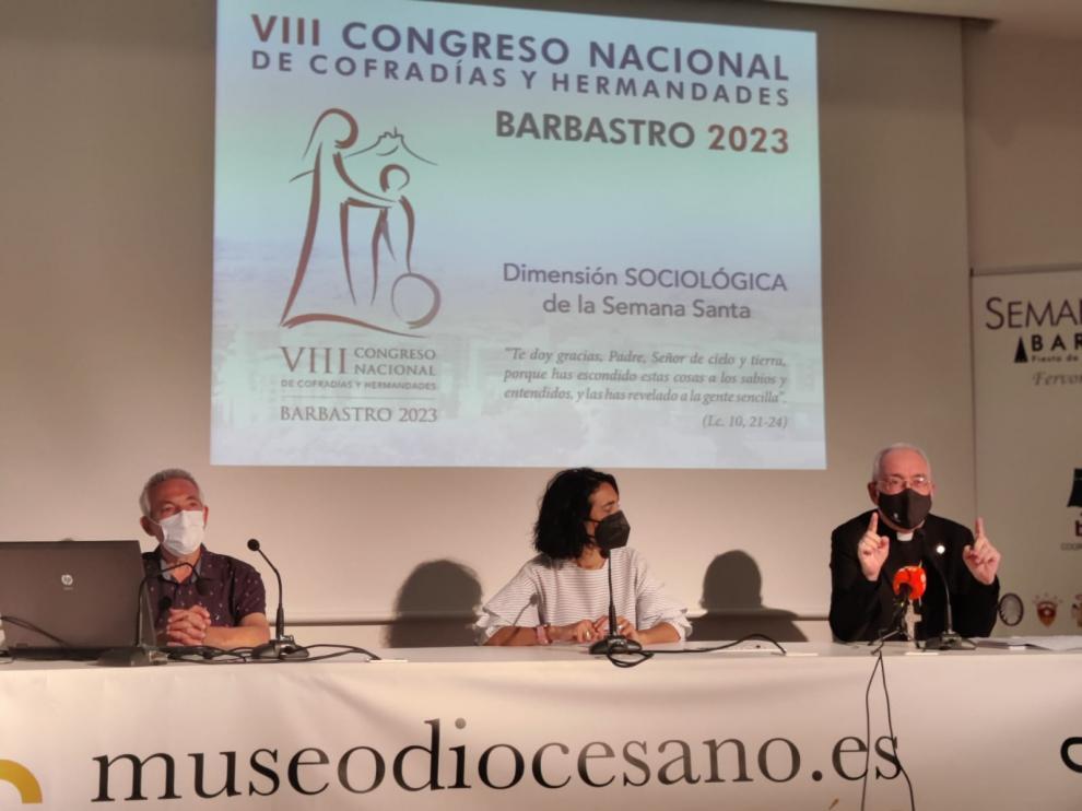 De izquierda a derecha, Jesús Gracia, Silvia Peropadre y Ángel Pérez.