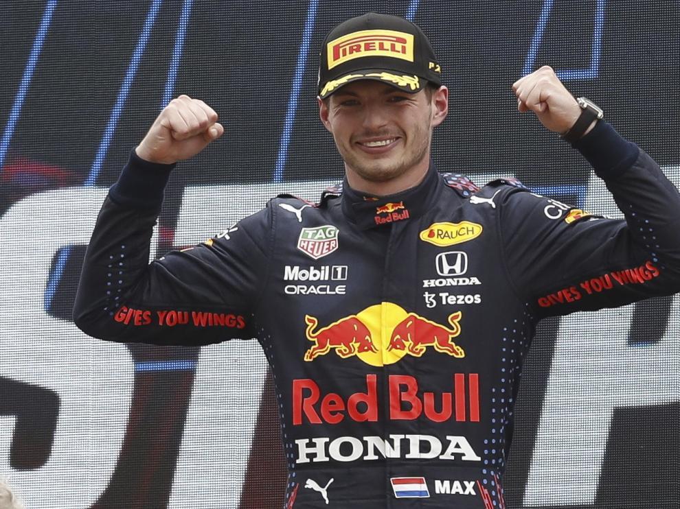 El piloto de Red Bull celebra la victoria en el circuito Paul Ricard de Francia.