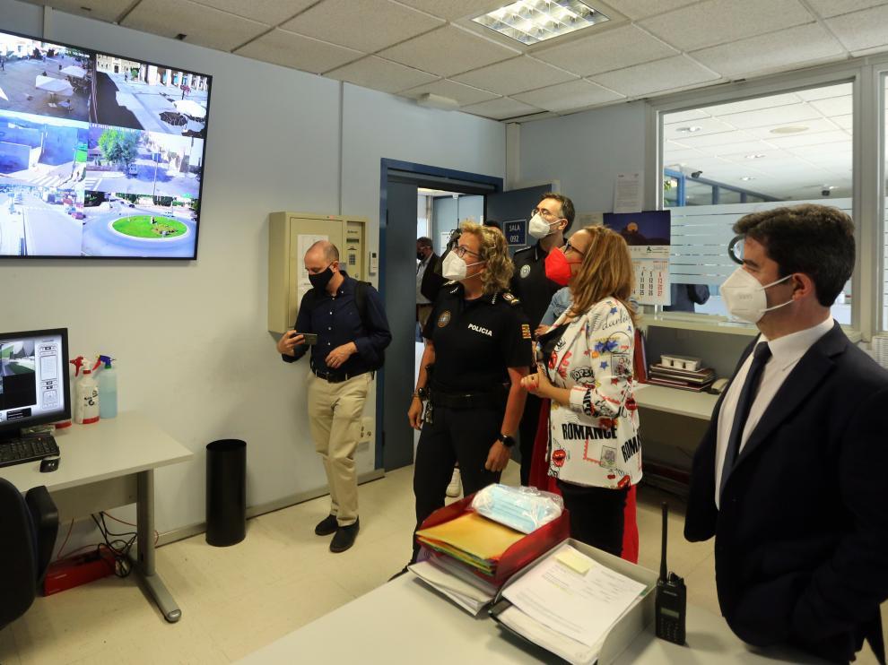 La consejera de Presidencia ha visitado por la mañana el cuartel de la Policía Local.