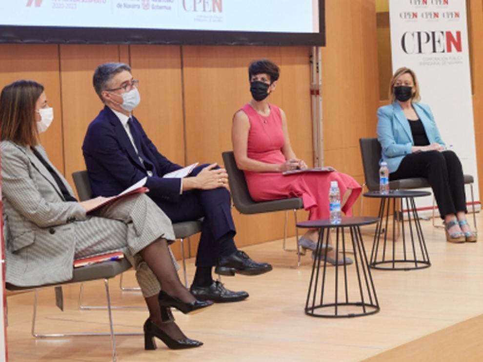 Marta Gastón (derecha) en el I Encuentro Estatal de Corporaciones Públicas Empresariales