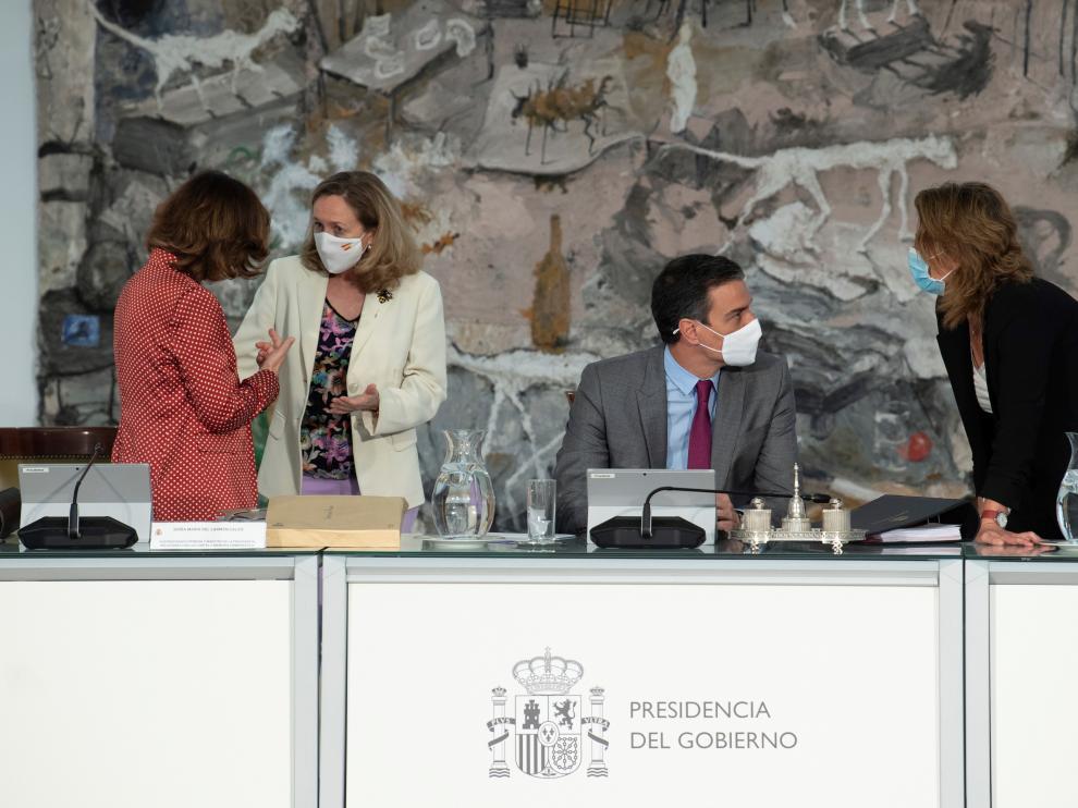 Sánchez, junto a Carmen Calvo, Nadia Calviño y Teresa Ribera.