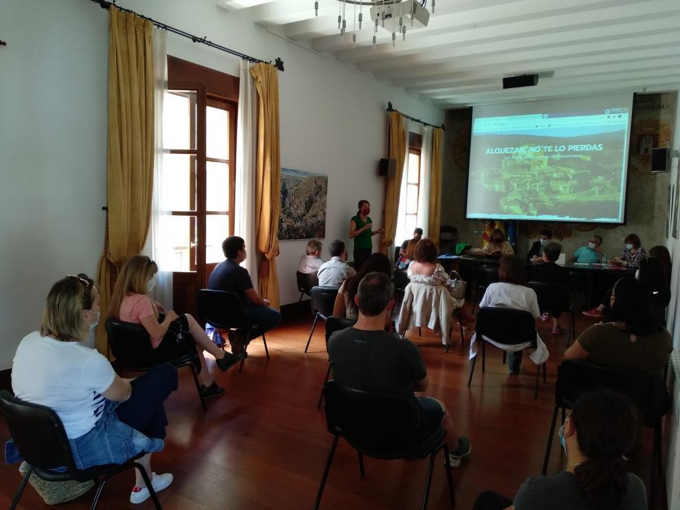 Técnicos de la red de Oficinas de Turismo en Aragón durante el encuentro celebrado en Alquézar.