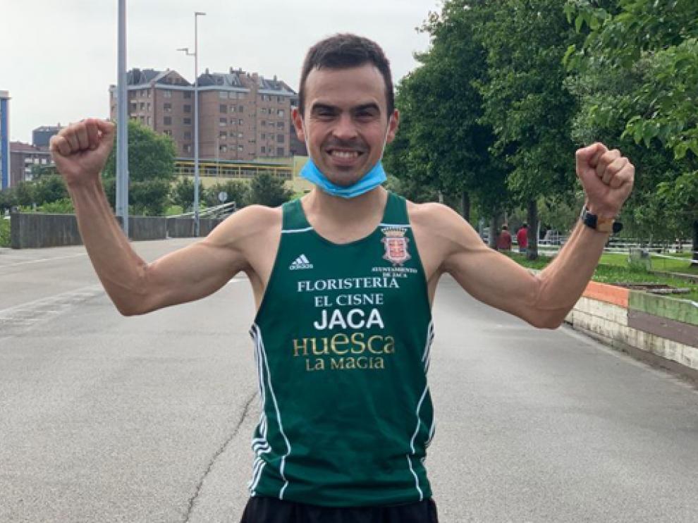 Alberto Puyuelo, tras proclamarse campeón de España de 50 kilómetros.