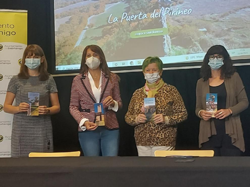 Isabel Mañero, Berta Fernández, Lyn Briggs y Ana Ariza durante el acto de presentación de la nueva página web.
