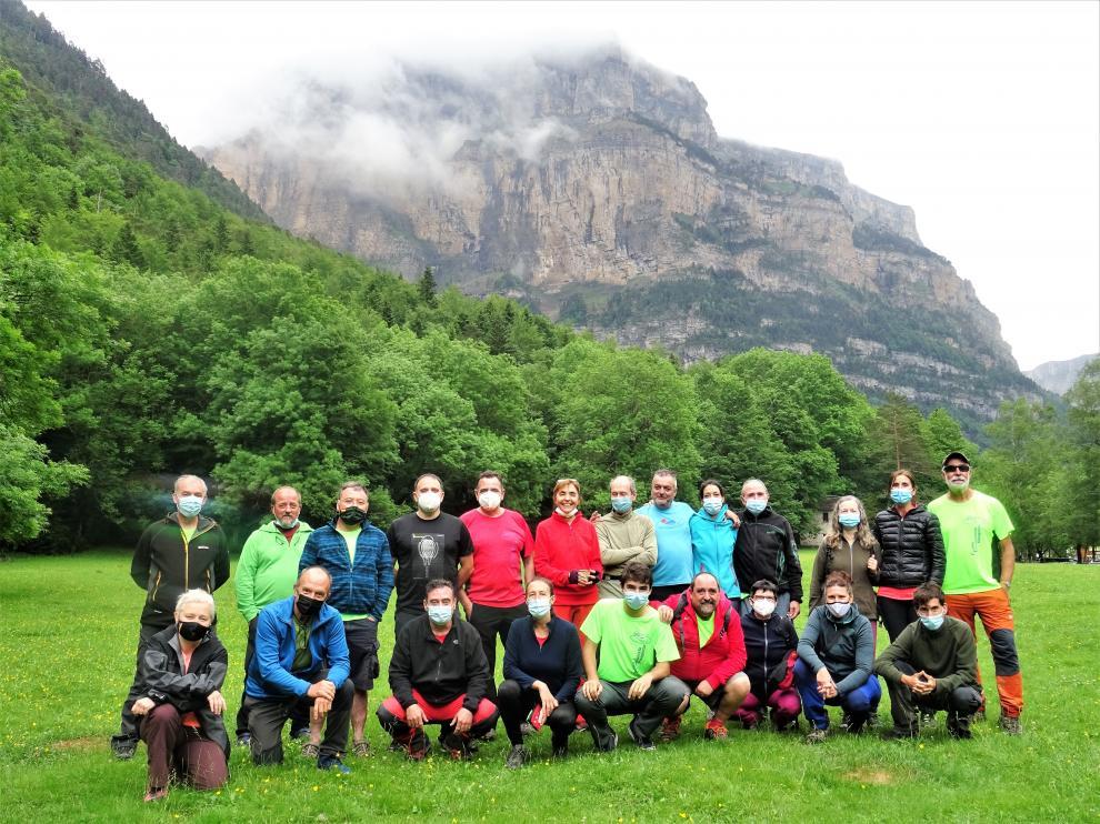Los participantes en la excursión, en la tradicional foto de grupo.