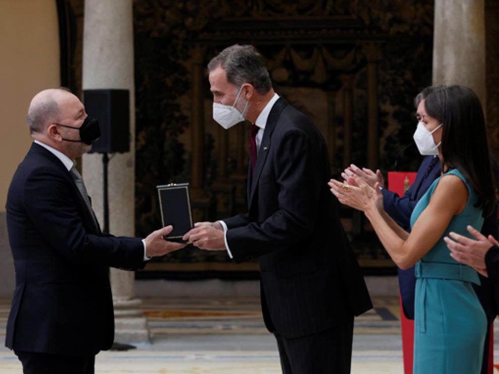 Los reyes Felipe VI y Letizia hacen entrega de la Medalla de Oro al Mérito en las Bellas Artes 2018 a Rubén Blades.