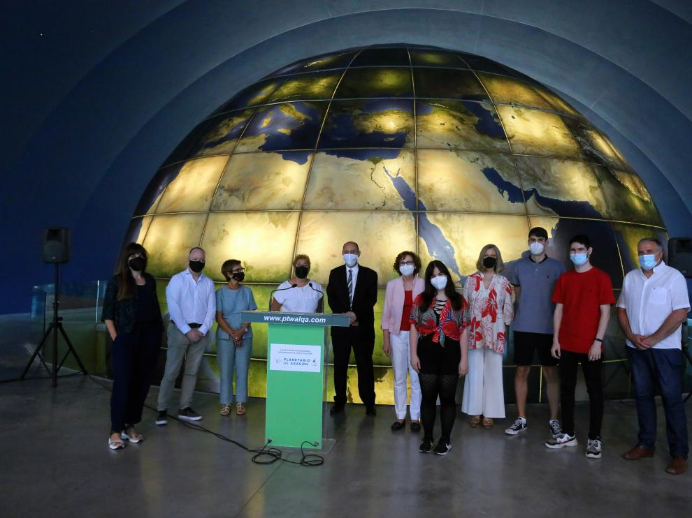 Foto de familia tras la inauguración de la I Muestra de Realizadores Aragoneses de Cine Fulldome