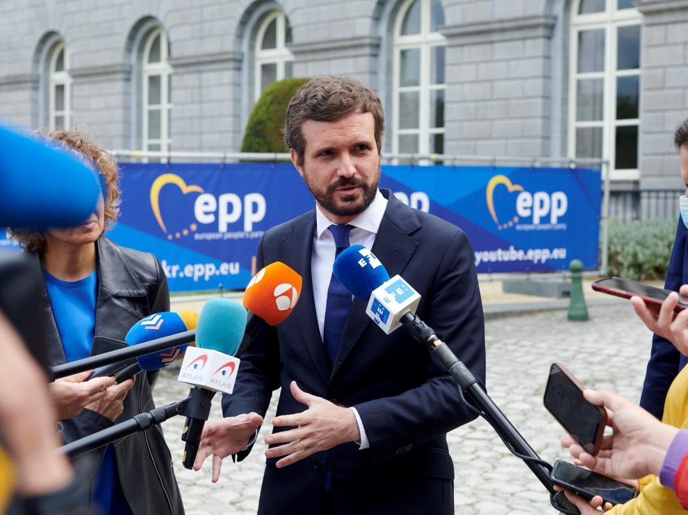 El líder del PP, Pablo Casado, este jueves ante los medios de comunicación en Bruselas.