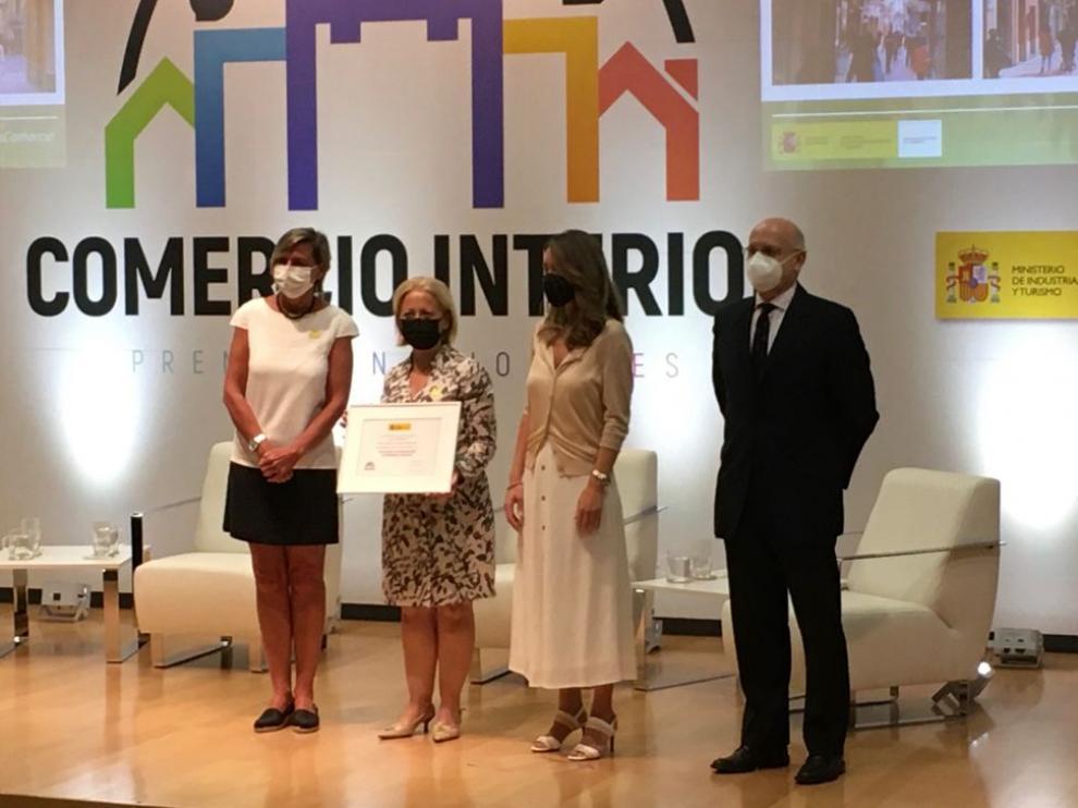 Elena Cidad, gerente de la AESB, recogía la Mención.