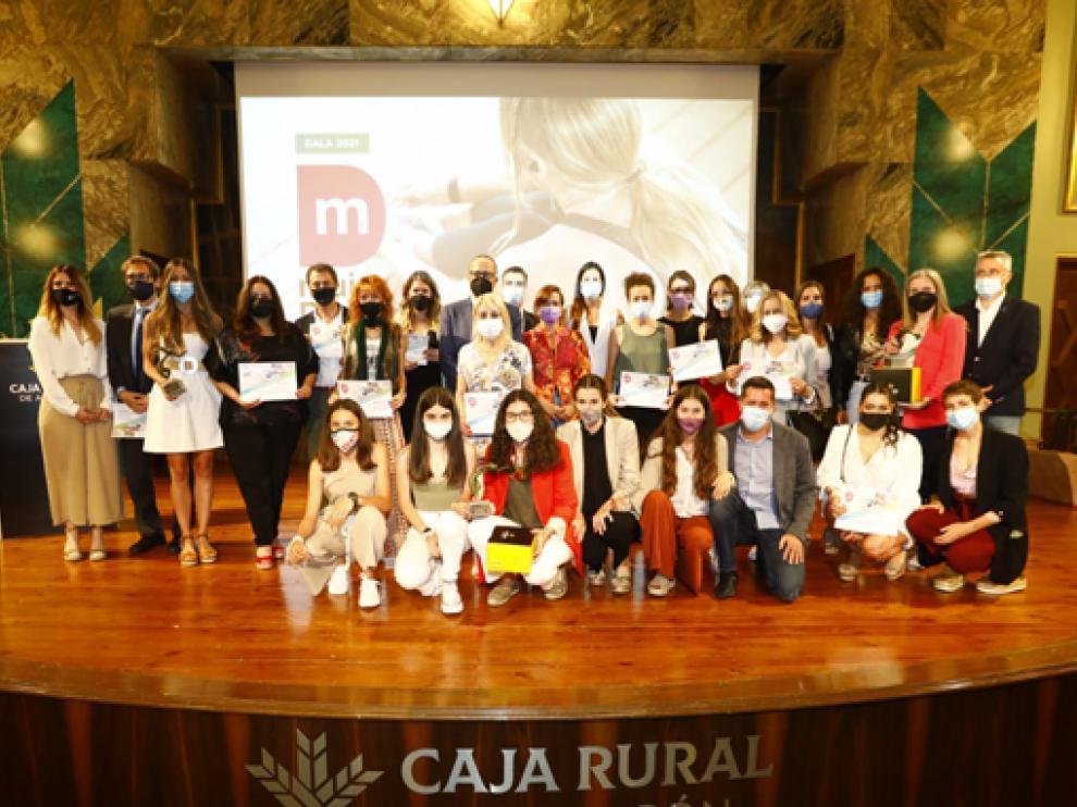 Foto de familia de premiadas y accesits en la gala celebrada este jueves en la sede de Caja Rural.