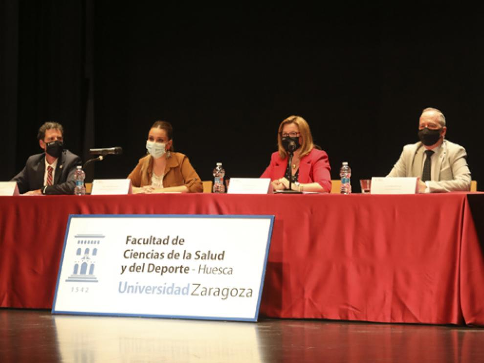 Maru Díaz, segunda por la izquierda, durante el acto de graduación.