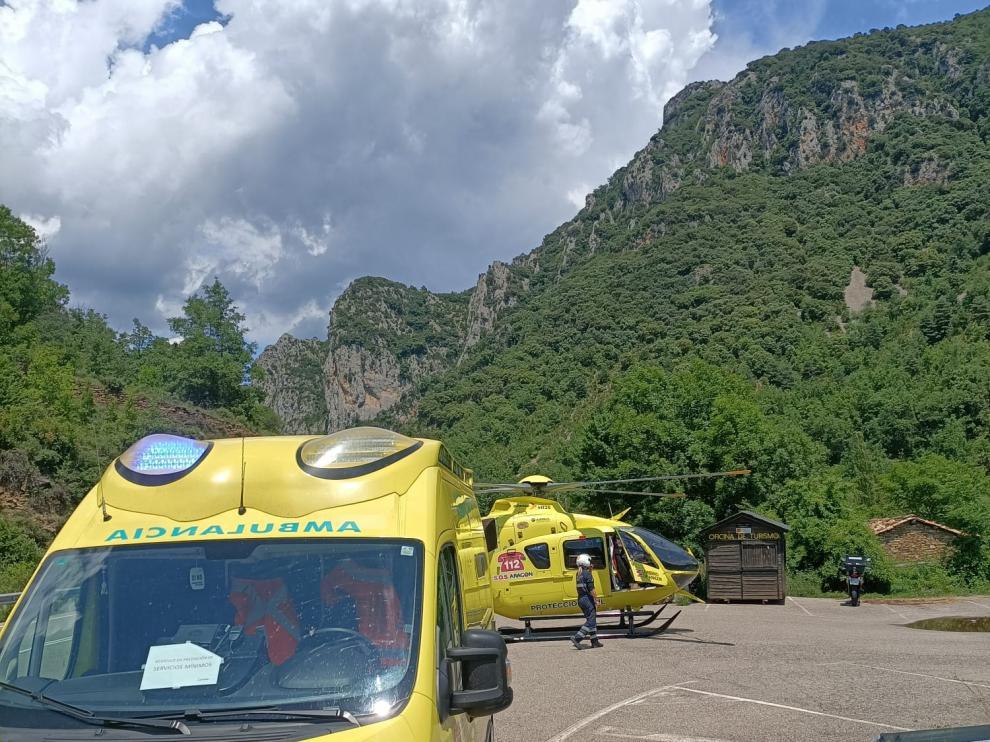 La motorista accidentada fue evacuada en el helicóptero del 112.